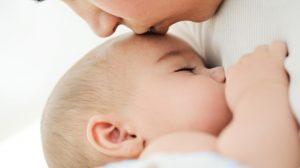 איך יודעים שהתינוק יונק מספיק?