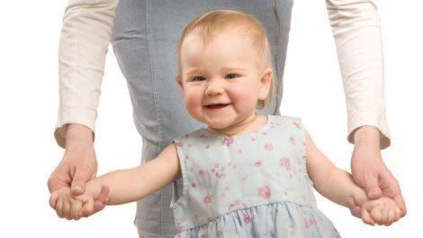 עידוד הליכה ועמידה אצל תינוקות