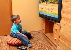 שימו לב ליציבות הטלוויזיה על המתקן (צילום: שאטרסטוק)