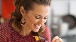 סוד ההרזייה: לאכול ולשבוע (צילום: שאטרסטוק)