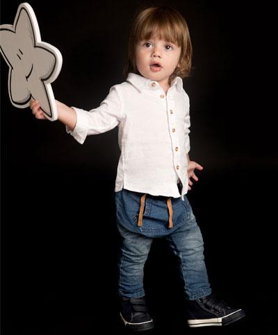 ג'ינס עם חולצה לבנה מכופתרת. הילדים של קסטרו (צילום: שי יחזקאל)