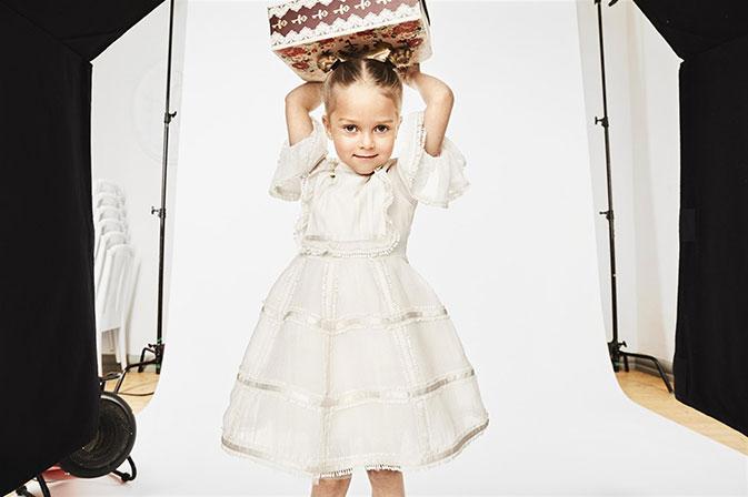 שמלה לבנה קטנה. h&mpm