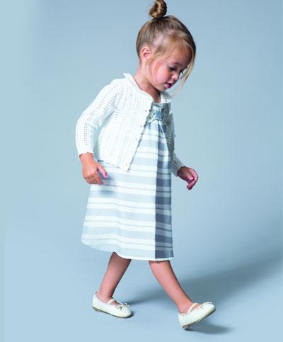 שמלת פסים בשילוב סריג מפונפן. שילב (צילום: ג'ני לוי)