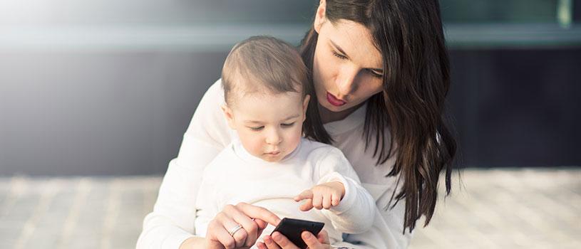 """""""לשים גבולות לזמן השימוש גם לעצמנו וגם לילדים"""" (צילום: פוטוליה)"""