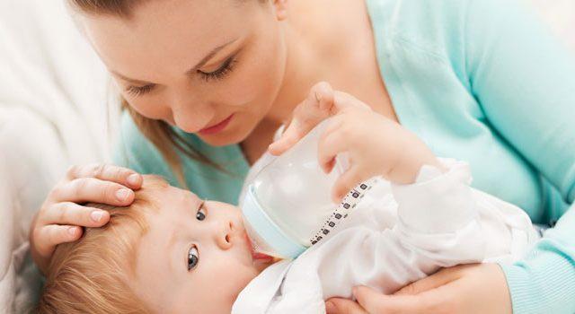 בקבוק האכלה, תינוק שותה חלב