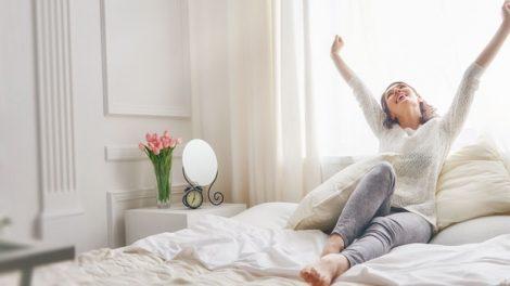 אישה משוחררת במיטה